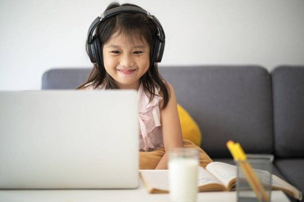 Tips for Cultivating Healthy School Friendships Online